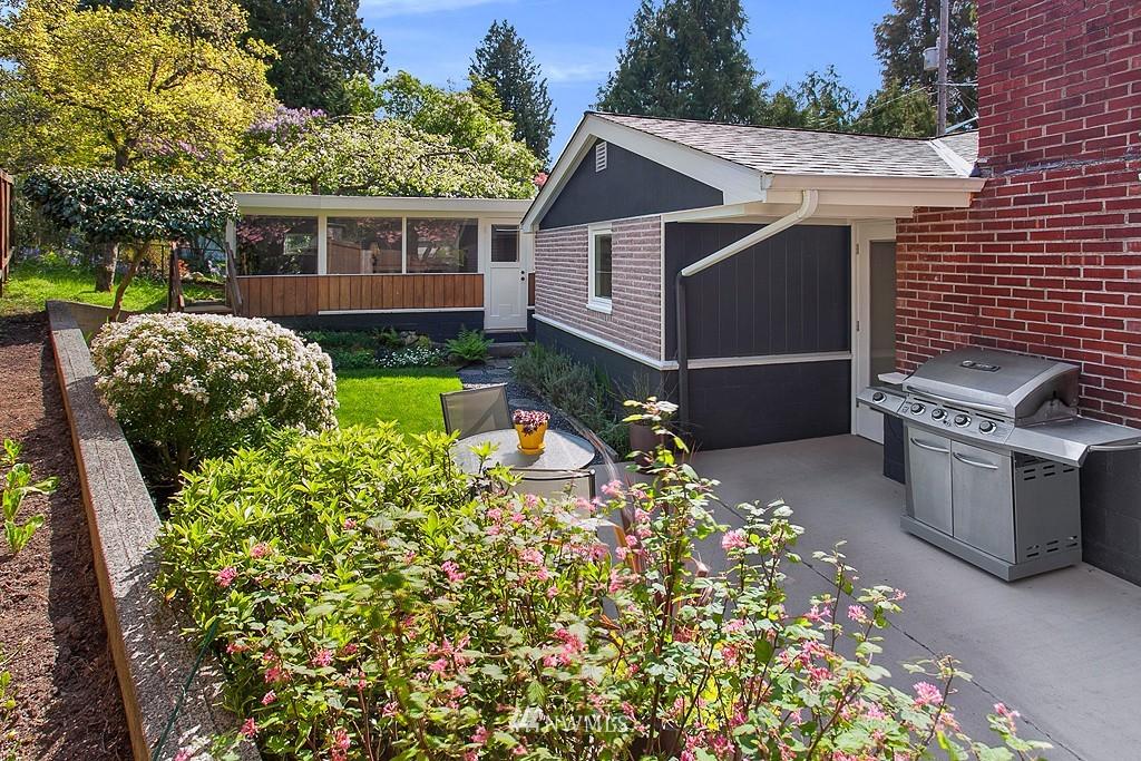 Sold Property | 11750 Bartlett Avenue NE Seattle, WA 98125 16