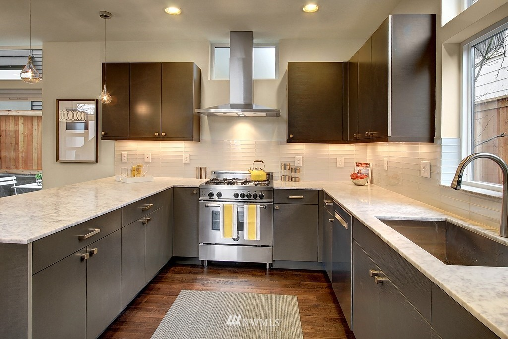 Sold Property | 1914 10th Avenue W Seattle, WA 98119 5