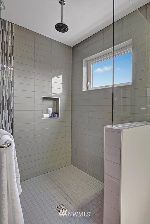 Sold Property | 1914 10th Avenue W Seattle, WA 98119 14