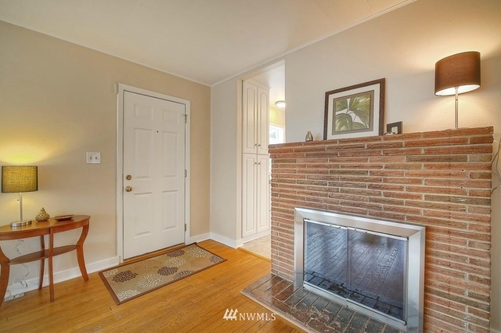 Sold Property | 12026 Dayton Avenue N Seattle, WA 98133 4