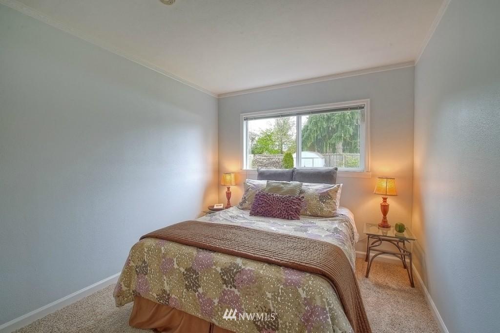 Sold Property | 12026 Dayton Avenue N Seattle, WA 98133 8