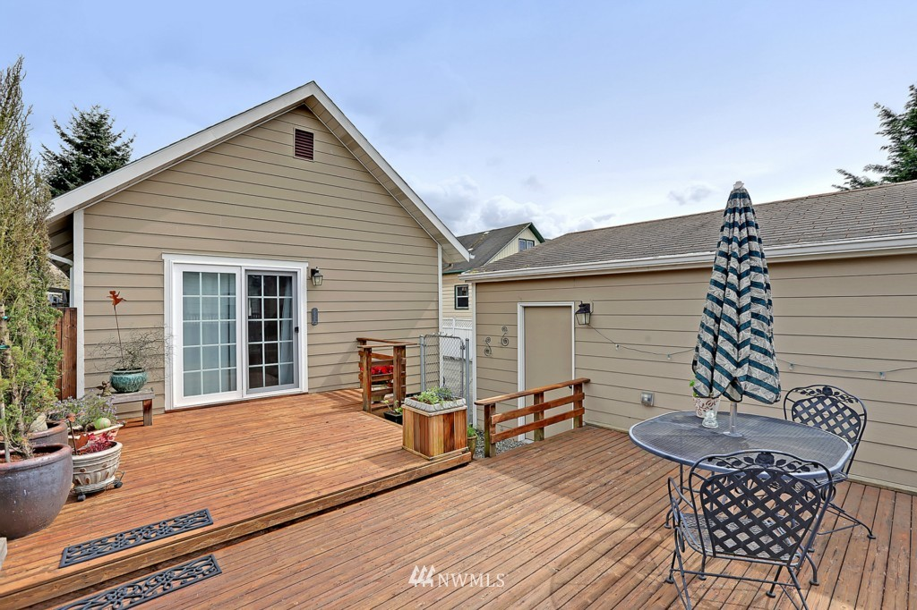 Sold Property   6747 11th Avenue NW Seattle, WA 98117 14