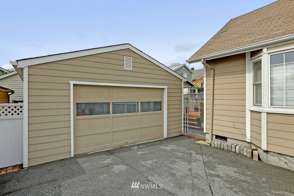 Sold Property   6747 11th Avenue NW Seattle, WA 98117 15