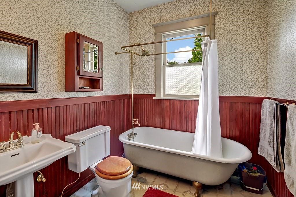 Sold Property | 101 NE 57th Street Seattle, WA 98105 5