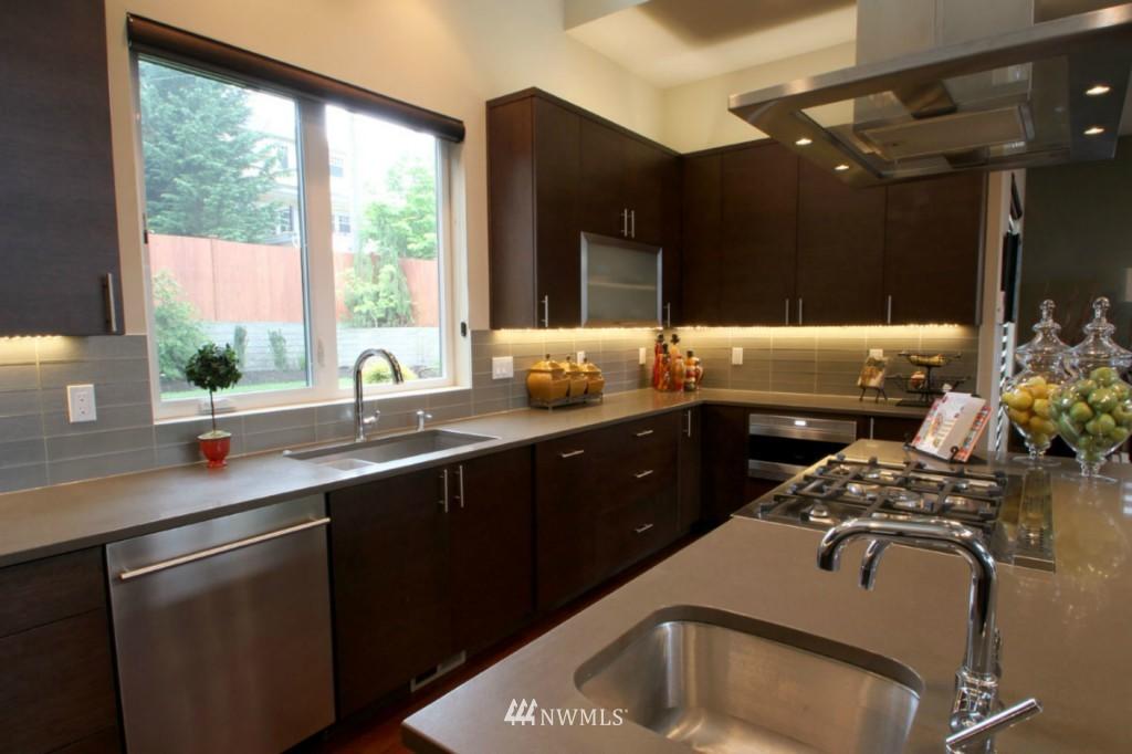 Sold Property | 211 NE 65th Street Seattle, WA 98115 5