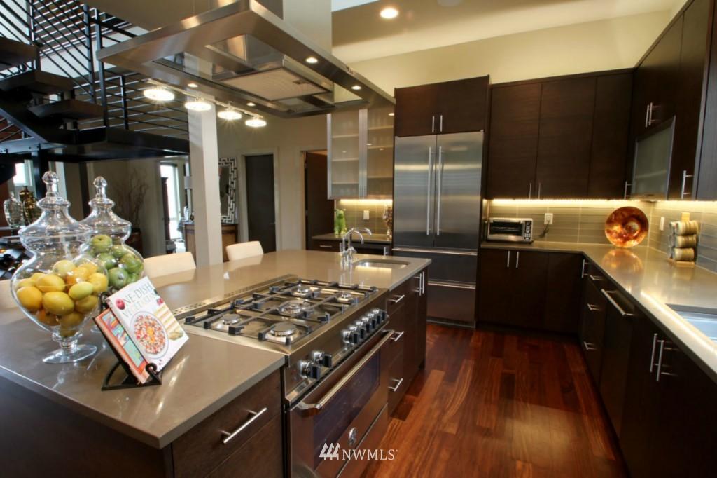 Sold Property | 211 NE 65th Street Seattle, WA 98115 3