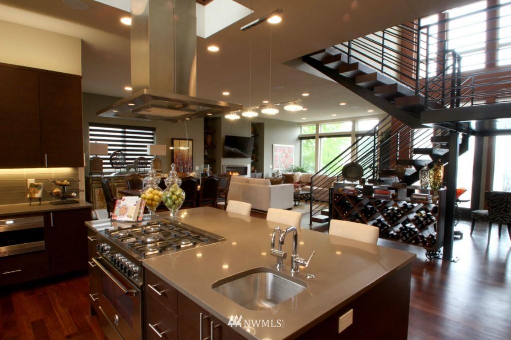 Sold Property | 211 NE 65th Street Seattle, WA 98115 4