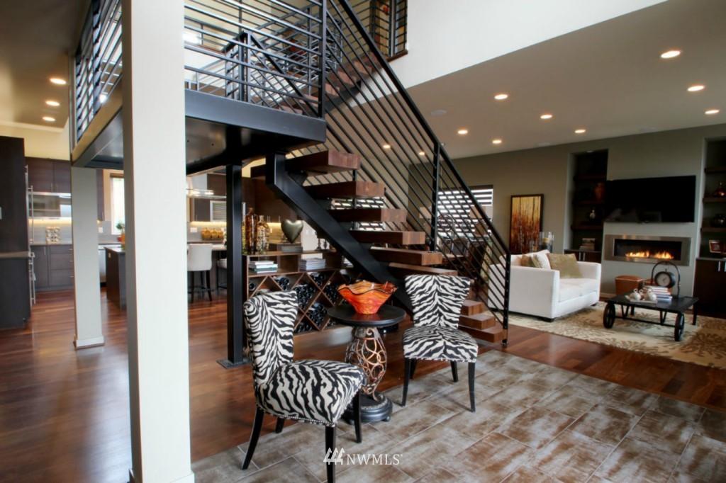 Sold Property | 211 NE 65th Street Seattle, WA 98115 9