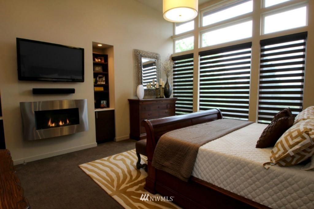 Sold Property | 211 NE 65th Street Seattle, WA 98115 12