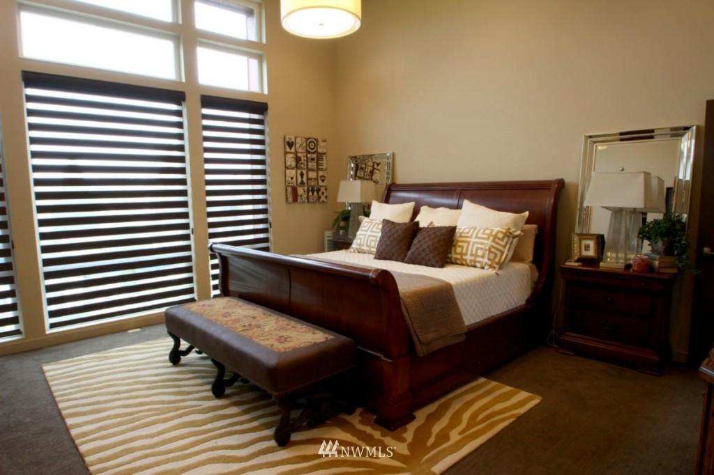 Sold Property | 211 NE 65th Street Seattle, WA 98115 13