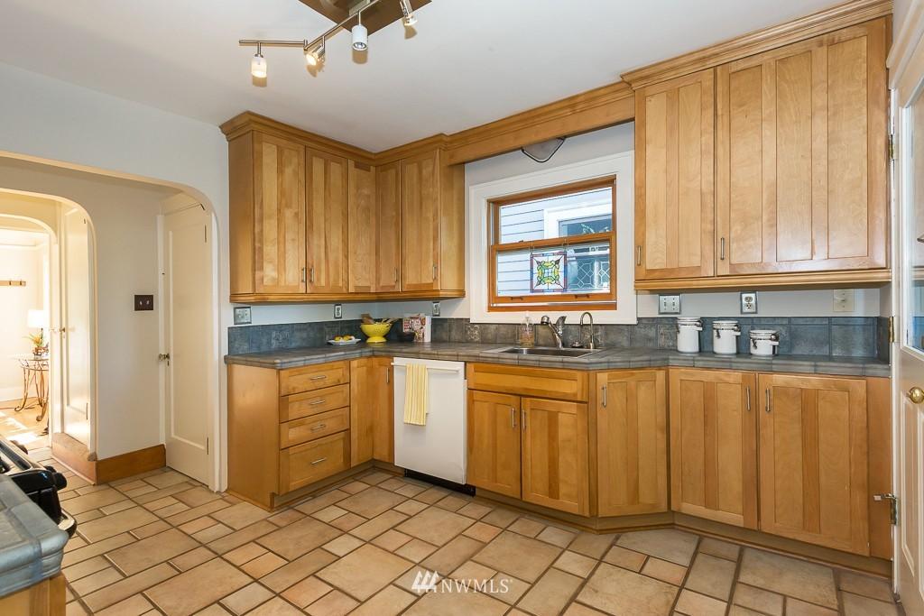Sold Property   140 NE 63rd Street Seattle, WA 98115 3