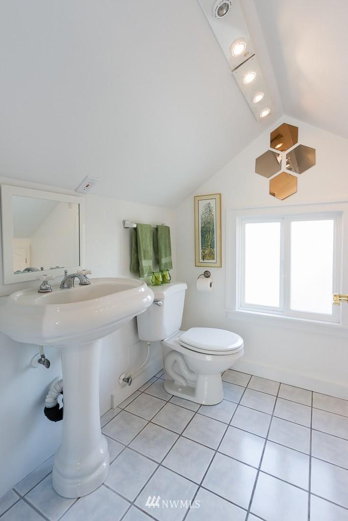 Sold Property   140 NE 63rd Street Seattle, WA 98115 10