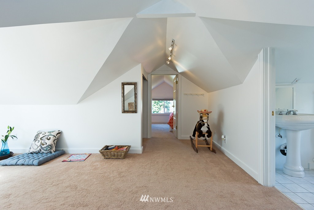 Sold Property   140 NE 63rd Street Seattle, WA 98115 11