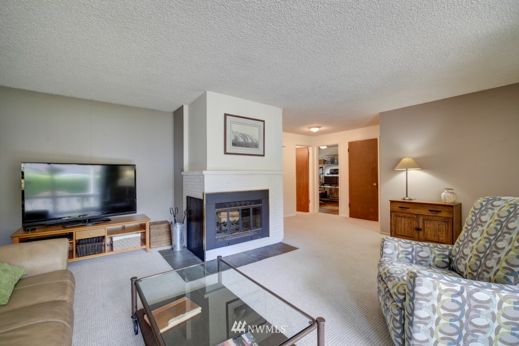 Sold Property | 1008 NE 126th Seattle, WA 98125 7