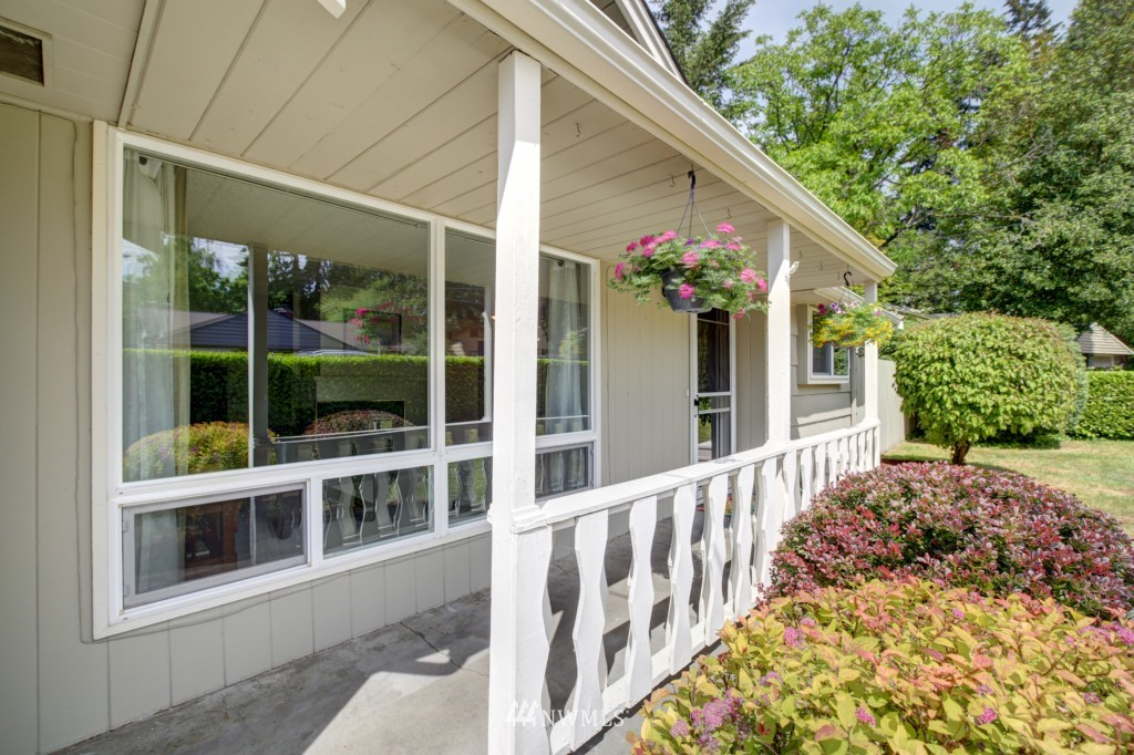 Sold Property | 1008 NE 126th Seattle, WA 98125 2