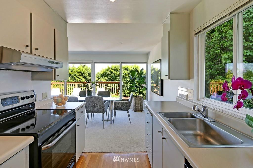 Sold Property   3242 25th Avenue W Seattle, WA 98199 6
