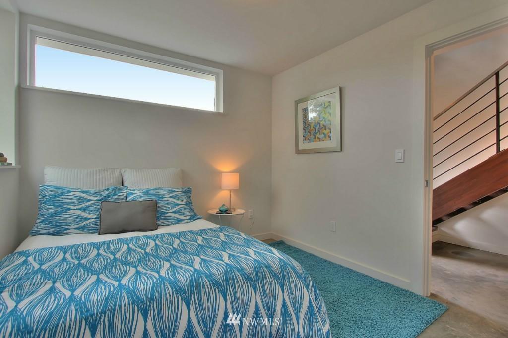 Sold Property   2536 E Madison Street Seattle, WA 98112 18