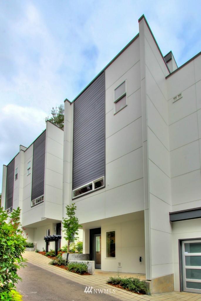 Sold Property   2536 E Madison Street Seattle, WA 98112 24
