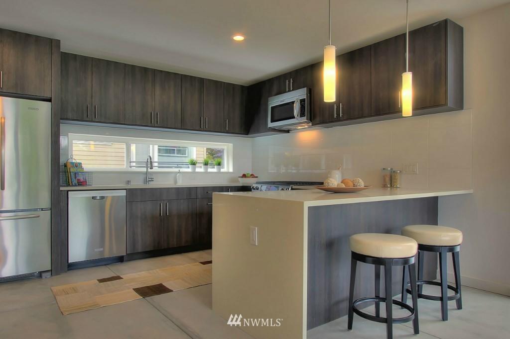 Sold Property   2536 E Madison Street Seattle, WA 98112 4