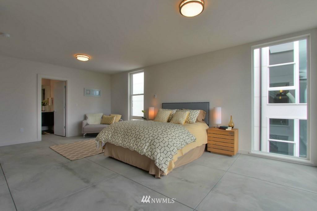 Sold Property   2536 E Madison Street Seattle, WA 98112 11