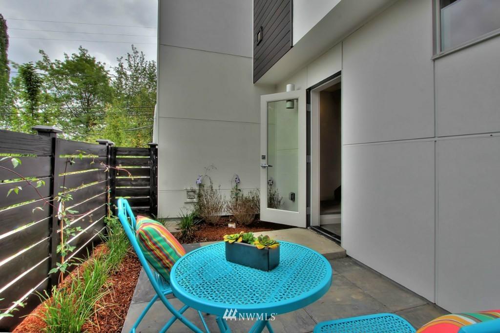 Sold Property   2536 E Madison Street Seattle, WA 98112 17