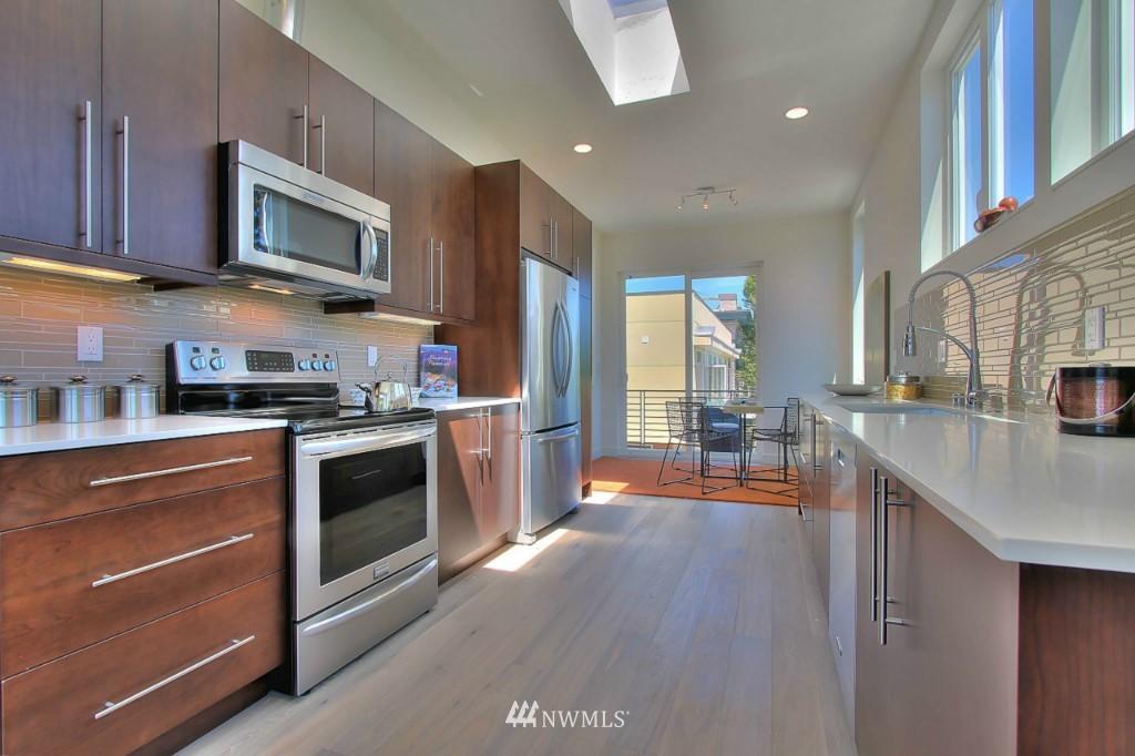 Sold Property   1224 E John Street Seattle, WA 98102 4