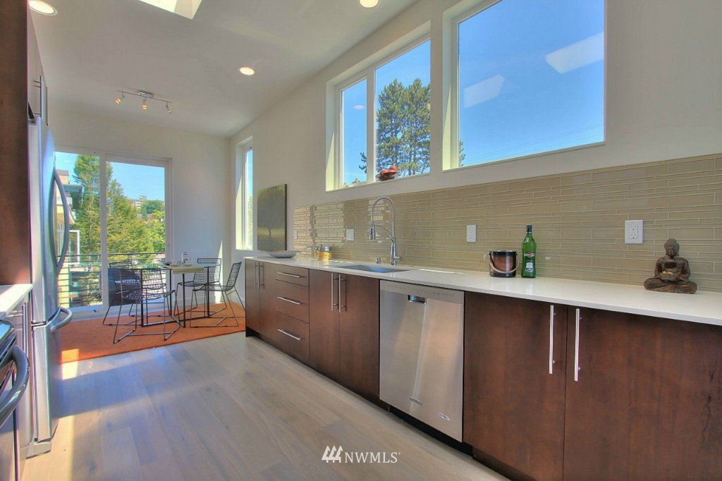 Sold Property   1224 E John Street Seattle, WA 98102 5