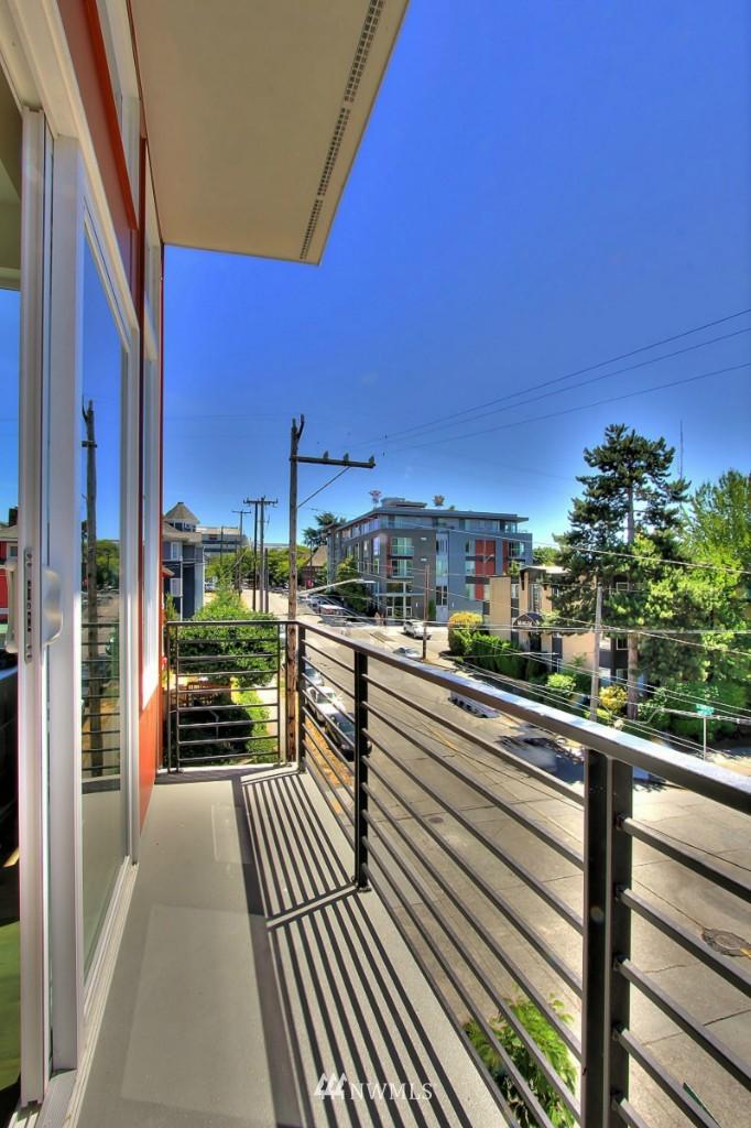 Sold Property   1224 E John Street Seattle, WA 98102 11