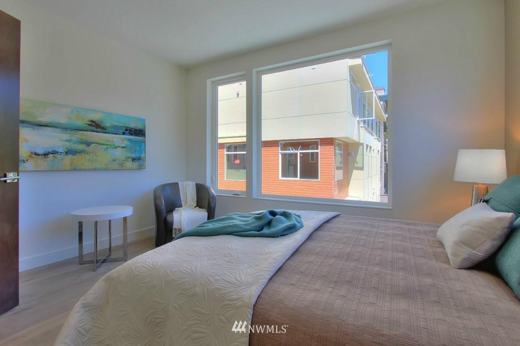Sold Property   1224 E John Street Seattle, WA 98102 12