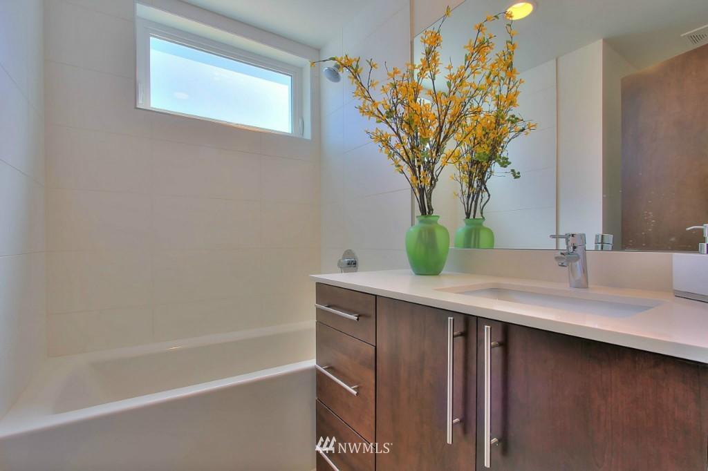 Sold Property   1224 E John Street Seattle, WA 98102 16