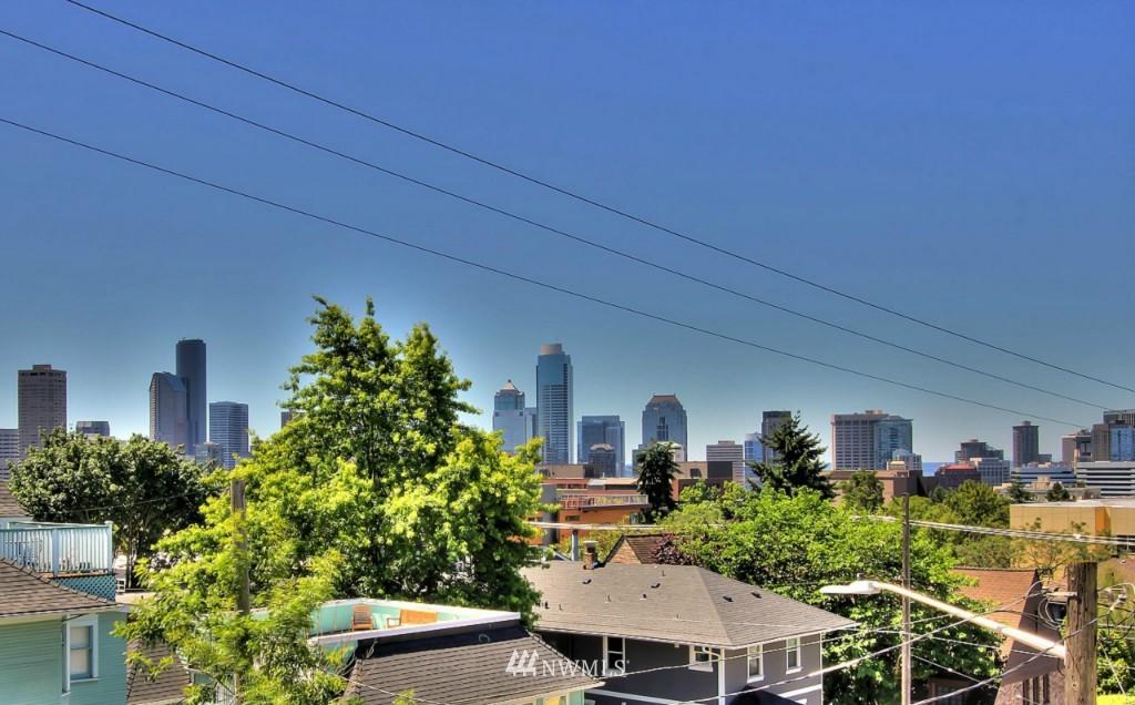 Sold Property   1224 E John Street Seattle, WA 98102 24