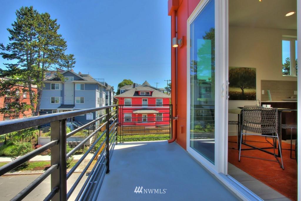Sold Property   1222 E John Street Seattle, WA 98102 10