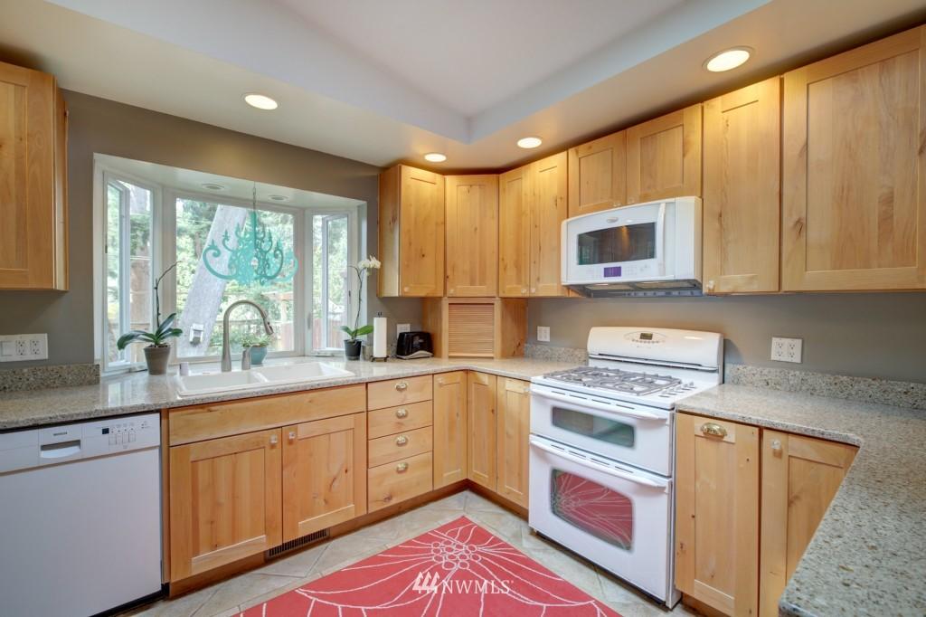 Sold Property | 704 N 163rd Seattle, WA 98133 7