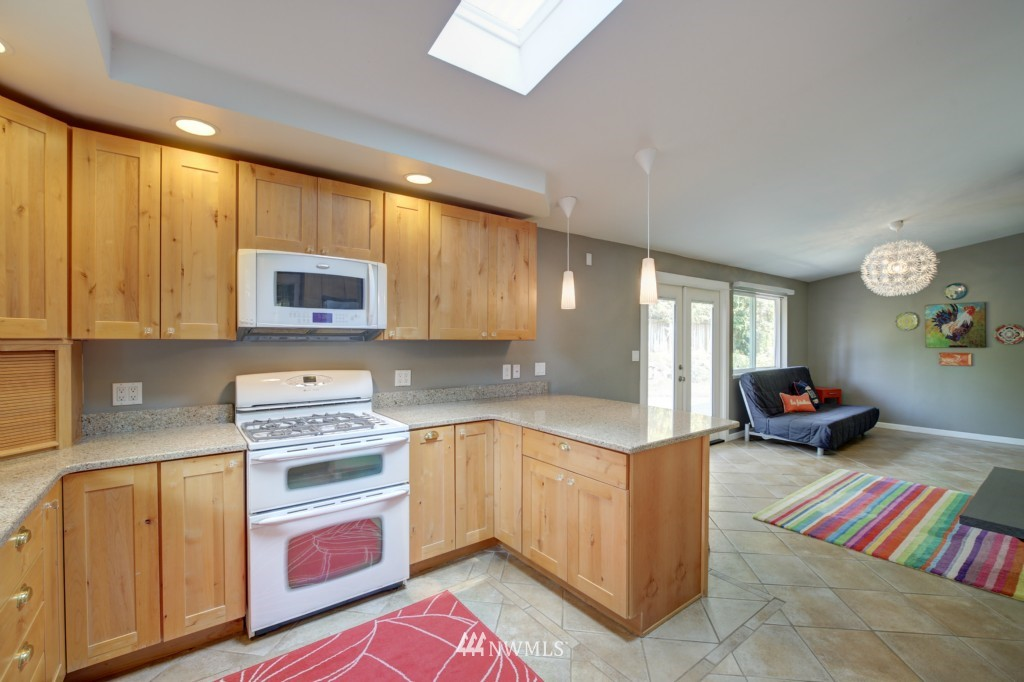 Sold Property | 704 N 163rd Seattle, WA 98133 9