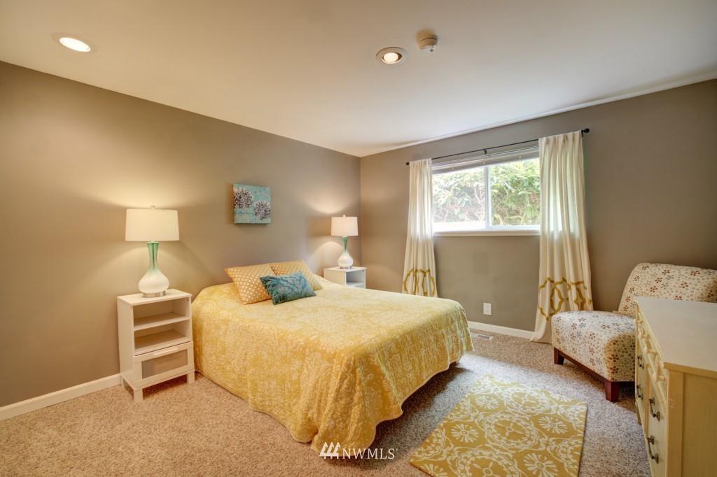 Sold Property | 704 N 163rd Seattle, WA 98133 13