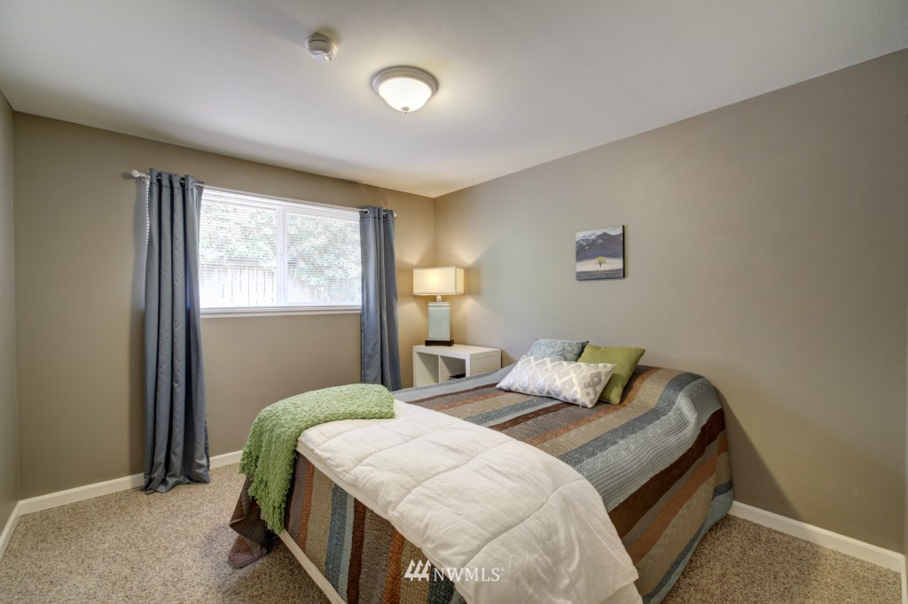 Sold Property | 704 N 163rd Seattle, WA 98133 16