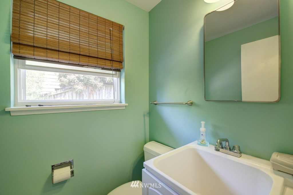 Sold Property | 704 N 163rd Seattle, WA 98133 12