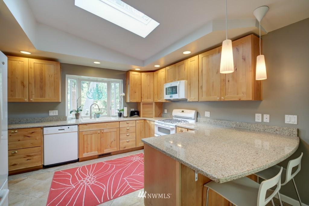 Sold Property | 704 N 163rd Seattle, WA 98133 6
