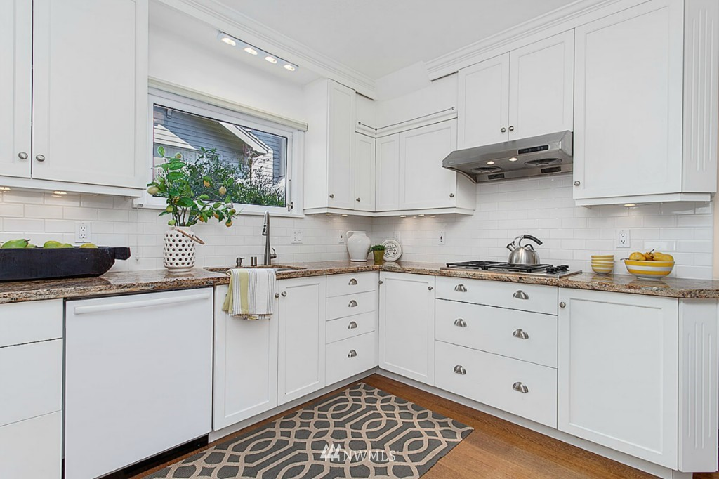 Sold Property   610 NE 77th Street Seattle, WA 98115 6