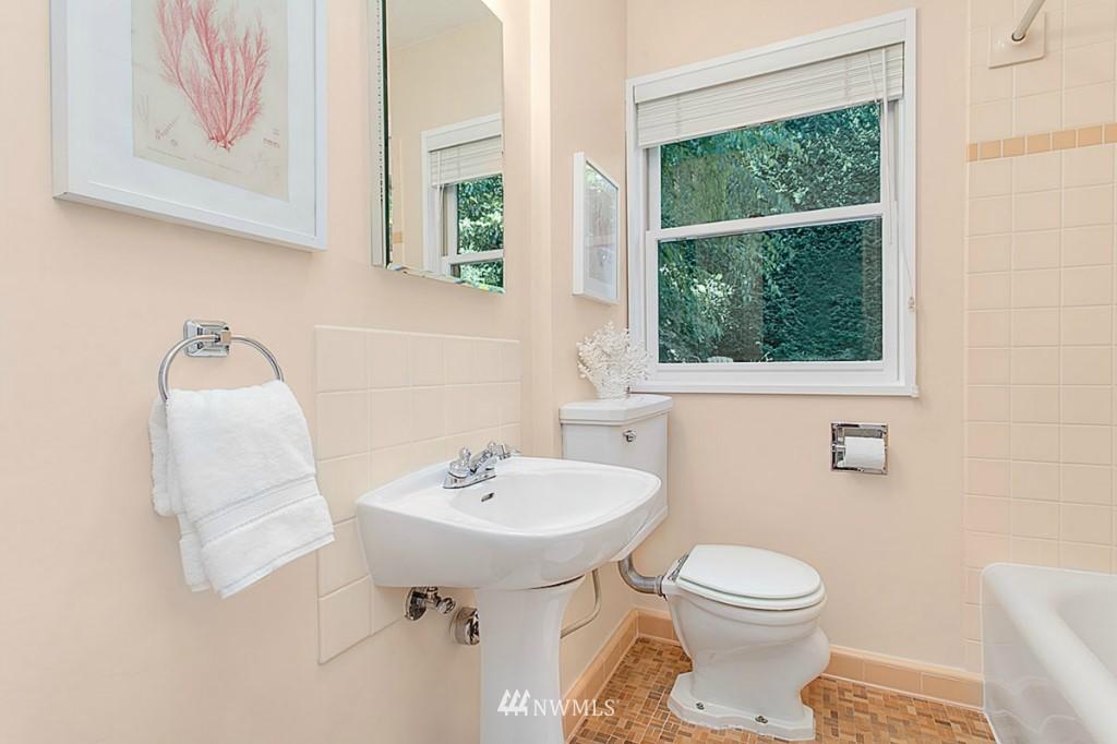 Sold Property   610 NE 77th Street Seattle, WA 98115 9