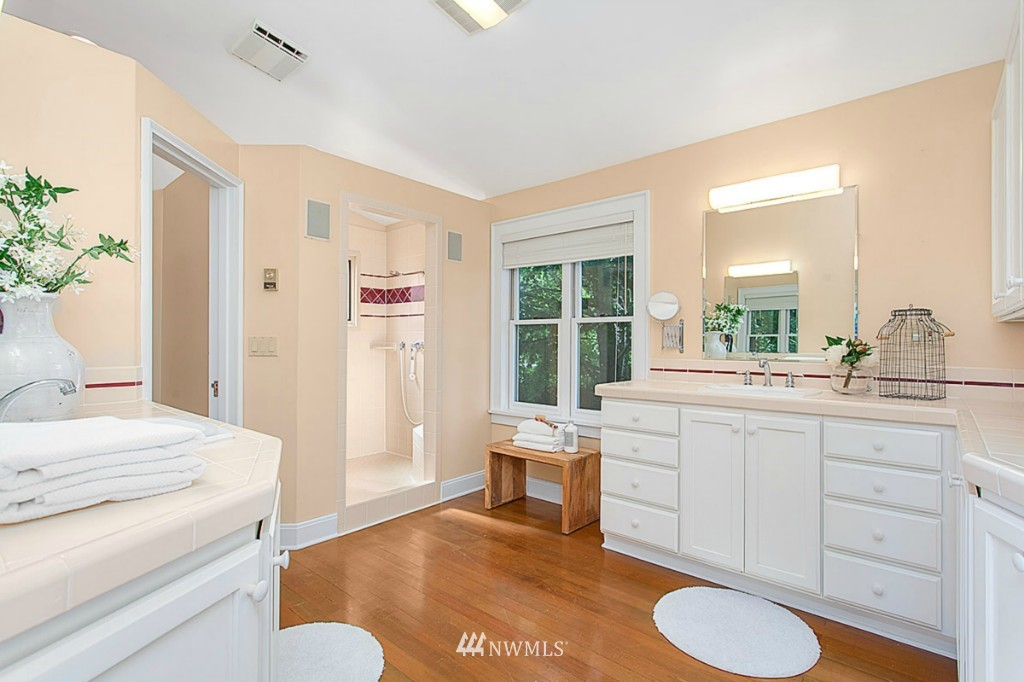 Sold Property   610 NE 77th Street Seattle, WA 98115 13