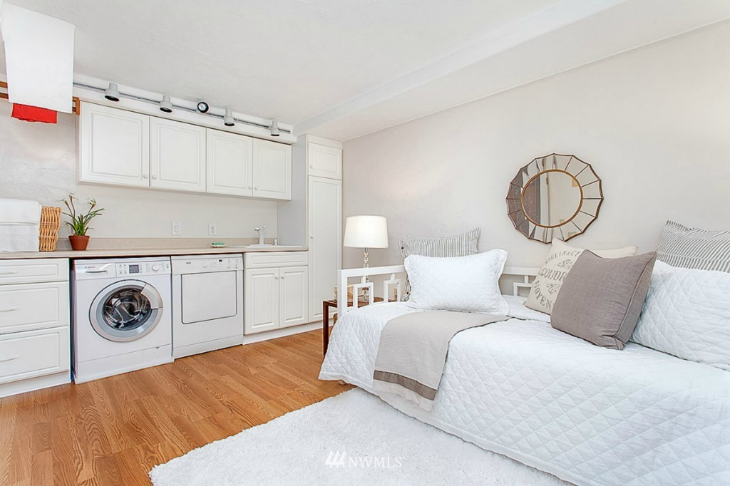 Sold Property   610 NE 77th Street Seattle, WA 98115 14