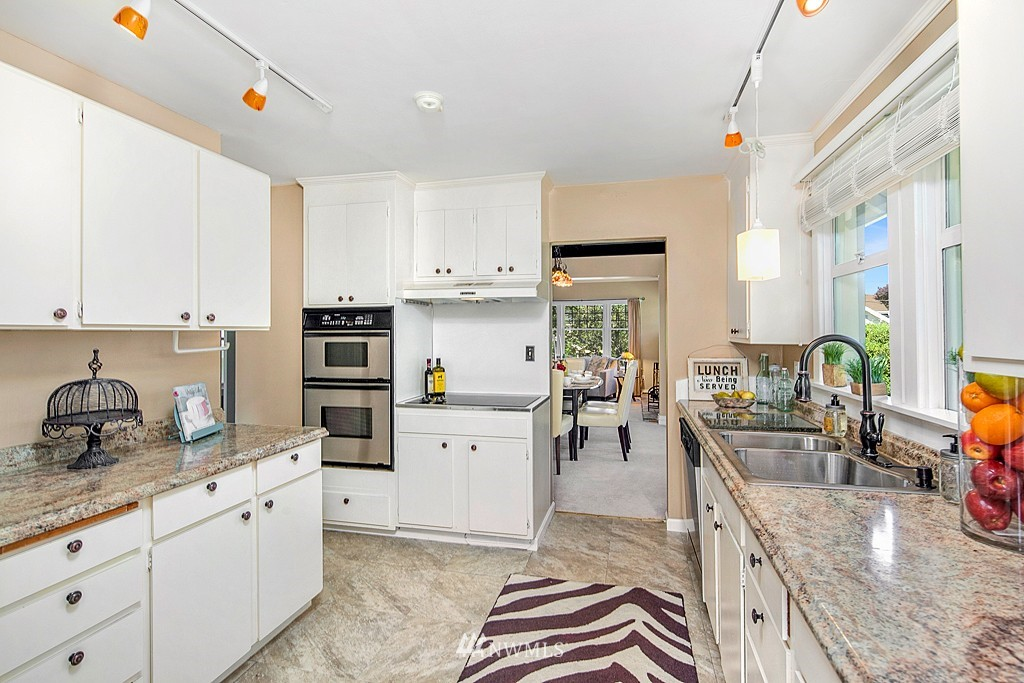 Sold Property   5431 Kirkwood Place N Seattle, WA 98103 8