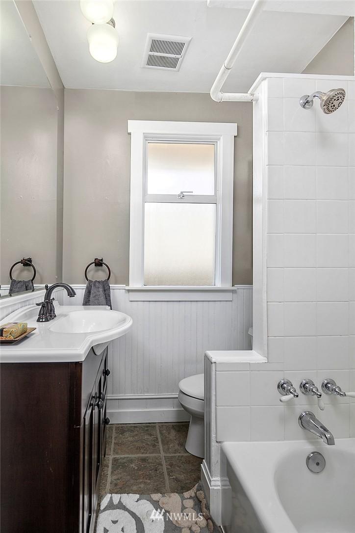 Sold Property   5431 Kirkwood Place N Seattle, WA 98103 10