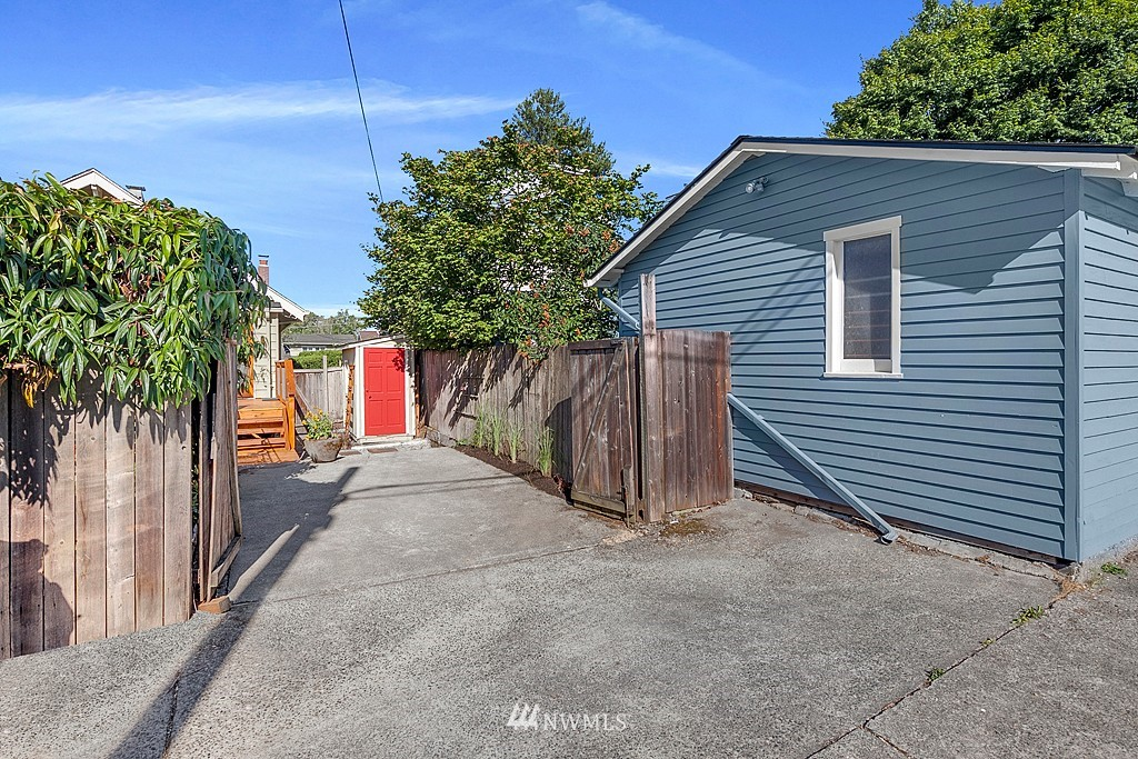Sold Property   5431 Kirkwood Place N Seattle, WA 98103 24