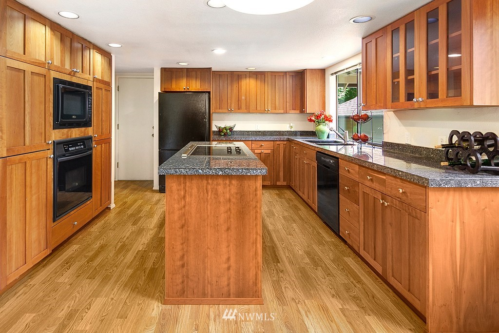 Sold Property | 12800 NE 26th Place Bellevue, WA 98005 7