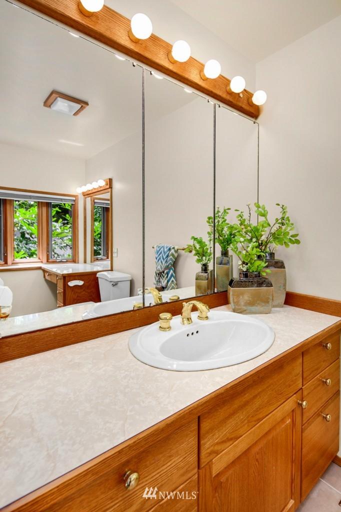 Sold Property | 12800 NE 26th Place Bellevue, WA 98005 10