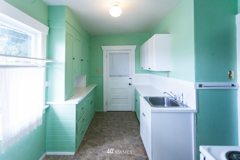 Sold Property | 1840 N 54th Street Seattle, WA 98103 2