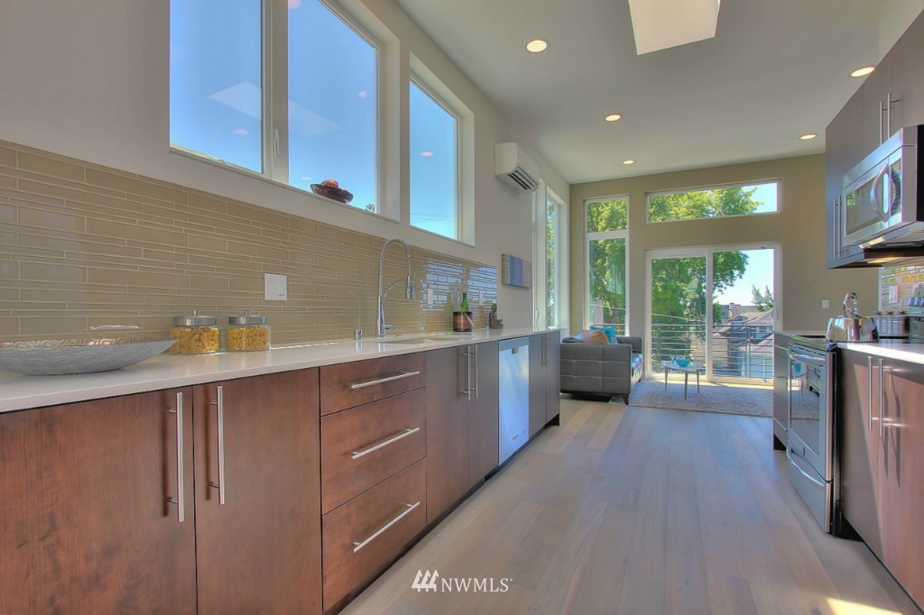 Sold Property   1220 E John Street Seattle, WA 98102 6