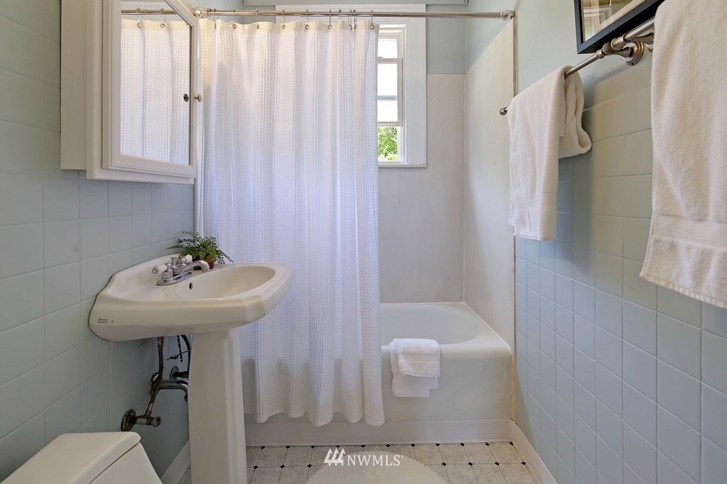 Sold Property | 3053 22nd Avenue W Seattle, WA 98199 9